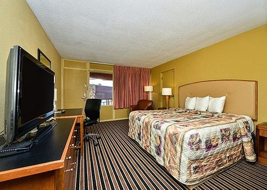 Econo Lodge Gilbertsville: guest room