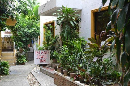 Island Jewel Inn: Вход