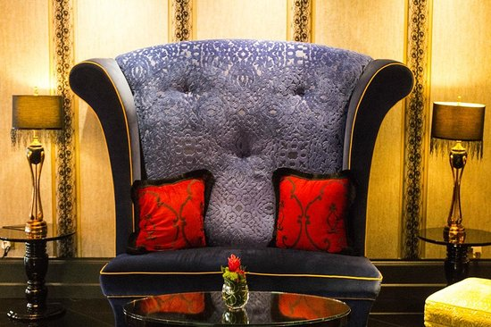 The Scarlet Singapore: Great furniture in the lobby area