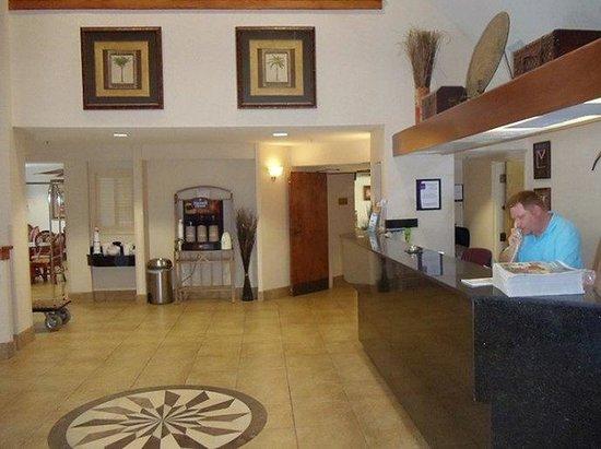 Atlantic Sands Inn & Suites: Lobby