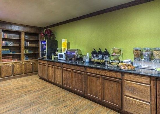 Atria Inn & Suites : Breakfast Area