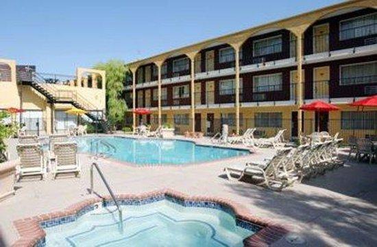 Mardi Gras Hotel & Casino: Mardi Gras Pool (ground Level )