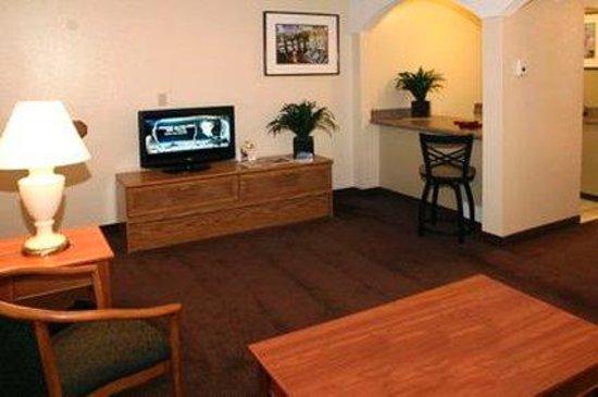 Mardi Gras Hotel & Casino: Guestroom Living Area