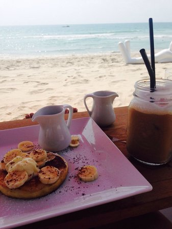 The Library: Breakfast culture on the beach