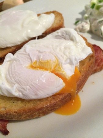 Szpilka Cafe: Perfectly poached eggs