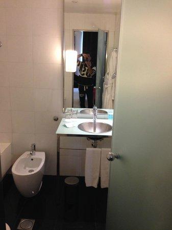 Quatro Puerta del Sol Hotel: Bathroom