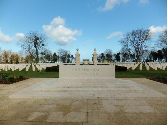 Beny-sur-Mer Canadian War Cemetery : L'entrée du cimetiere
