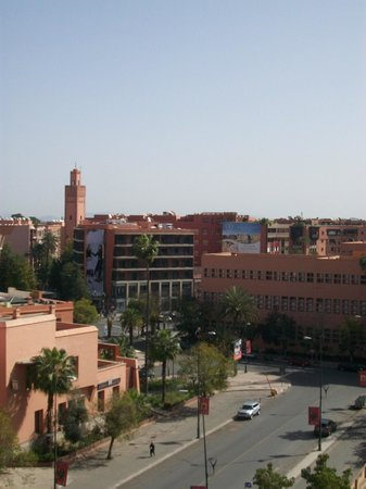 Hotel Almas : Utsikt från takterrassen mot postkontoret och 16 novemberplatsen.