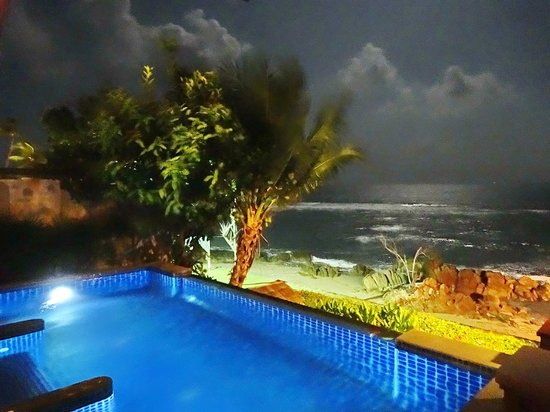 Nora Beach Resort and Spa: night time view of challet