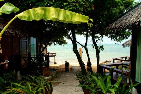 The Sunset Village Beach Resort: Bungalows am Strand