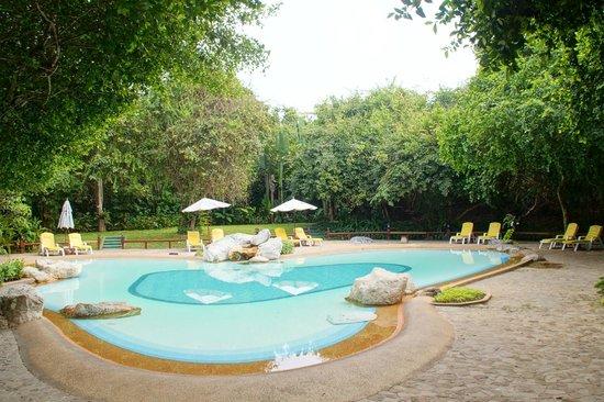 The Sunset Village Beach Resort: Ruhige Poolanlage.