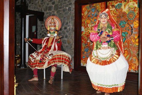 Niraamaya Retreats: cultural evenings