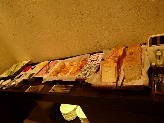 Doulos Hotel: 朝食