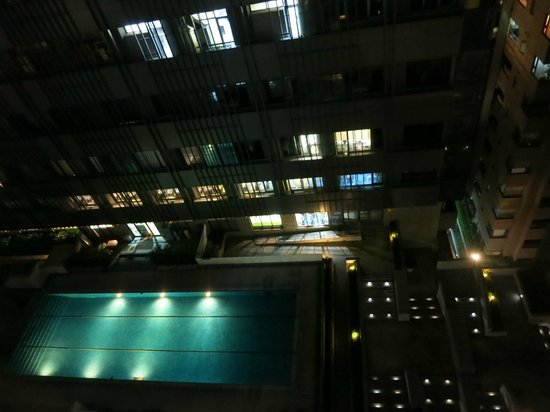 Master Hotel: Not sure who the pool belongs to, nice view though