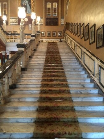 Taj Falaknuma Palace: Staircase lined with portraits of famous guests