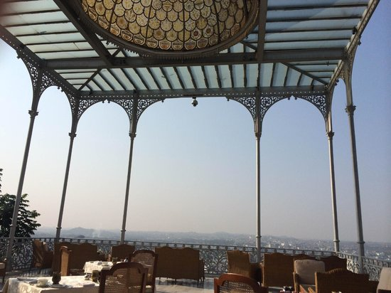 Taj Falaknuma Palace: Open air dining