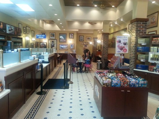 Ghirardelli Ice Cream & Chocolate Shop: See? An old fashioned ice cream parlor!