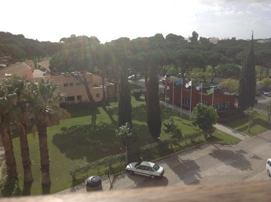 Hilton Vilamoura As Cascatas Golf Resort & Spa: view of golf clubhouse from our balcony
