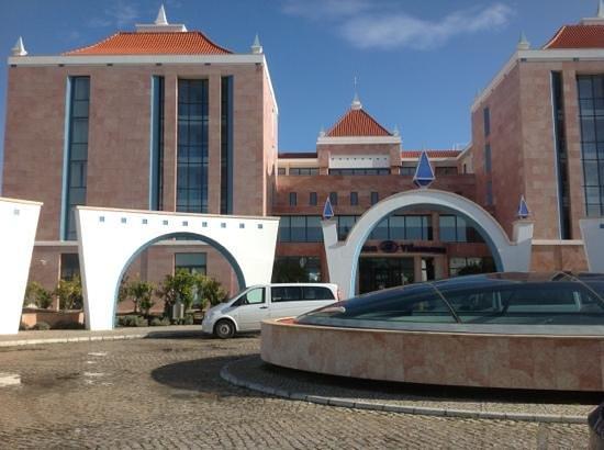 Hilton Vilamoura As Cascatas Golf Resort & Spa: Front of hotel