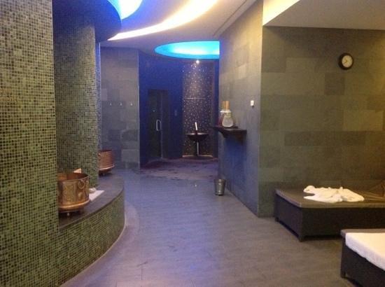 Hilton Vilamoura As Cascatas Golf Resort & Spa: inside spa sauna and steam room areas