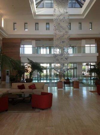 Hilton Vilamoura As Cascatas Golf Resort & Spa: Reception area
