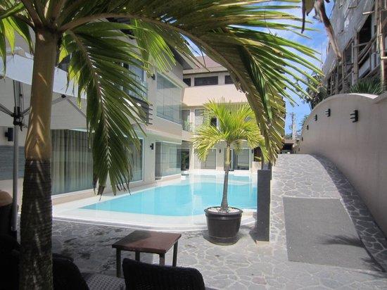Two Seasons Boracay Resort: The pool
