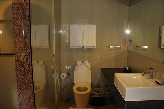 Aonang Cliff Beach Resort: Ванная комната