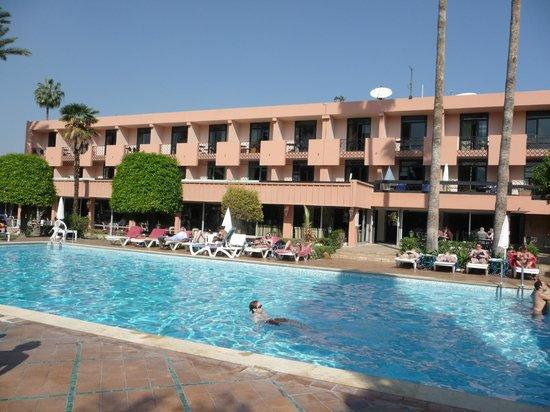 Hotel Chems : hotel coté piscine