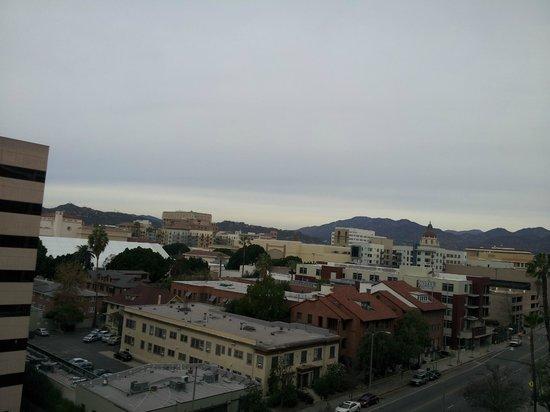 Hilton Pasadena: ベランダからの眺め(駅方面)