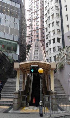 Bishop Lei International House: Escalators near by
