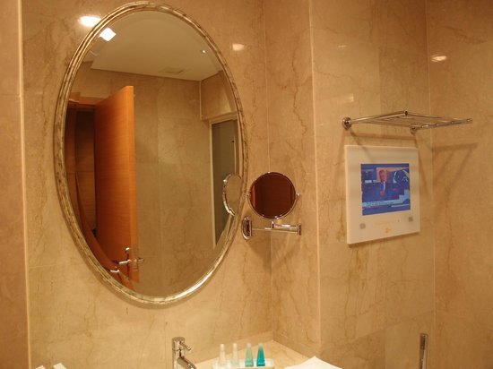 The T Hotel: Bathroom with TV
