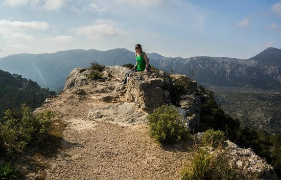 Castell d Alaro: The narrow end of the ridge