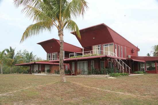 The Ocean Residence Langkawi: The main building, where the office and The Lookout are at.