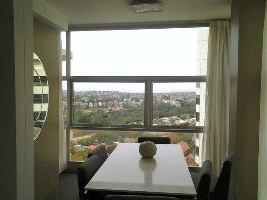 Meriton Serviced Apartments Bondi Junction : Dining Room