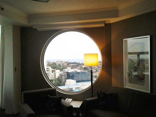 Meriton Serviced Apartments Bondi Junction : View.circular window