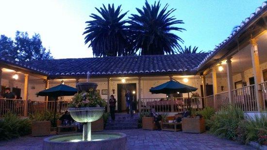 Hacienda- Hosteria Chorlavi: Pato of the main building