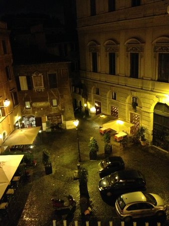 Boutique Hotel Campo de Fiori: Night view from the Room