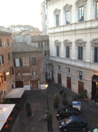 Boutique Hotel Campo de Fiori: Day view from the Room