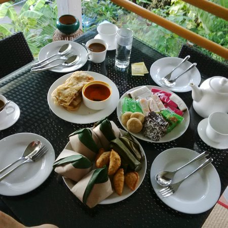 Ambong Ambong: One has the option of requesting for a local breakfast, which is fantastic!