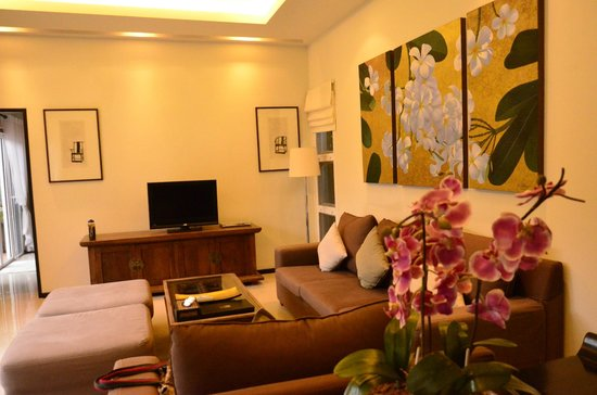 Two Villas Holiday, Oriental Style Layan Beach: living room