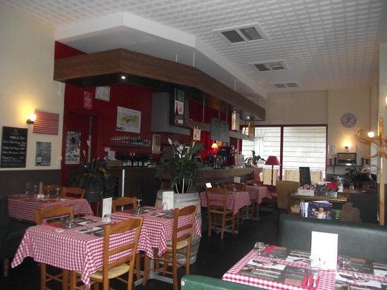 Le Bouche à Oreille Saumur : salle côté bar