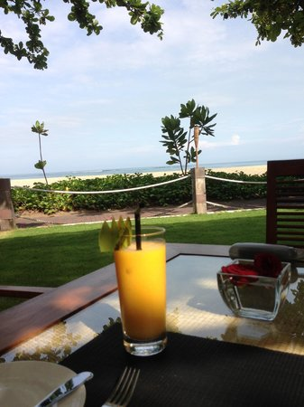 The Sandi Phala: Breakfast by the beach
