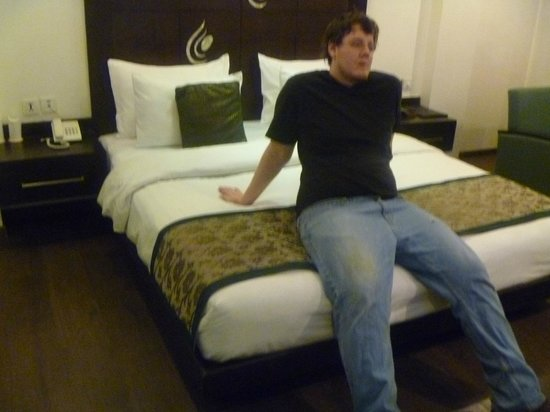 Hotel Godwin Deluxe : Arrival-relaxing on the bed