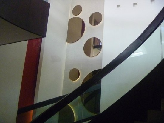 Hotel Godwin Deluxe: Hotel hall decor