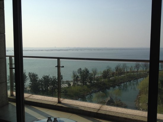 Fairmont Yangcheng Lake : Balcony view