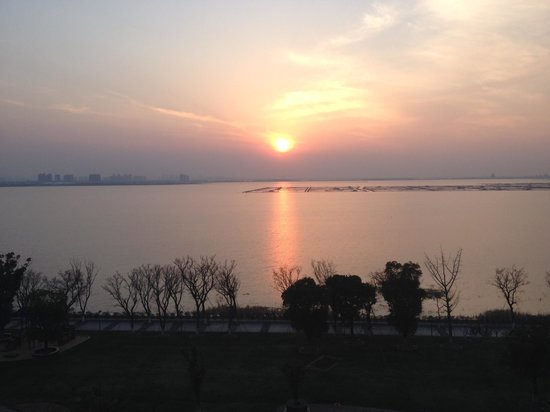Fairmont Yangcheng Lake : Room lake view - sunset