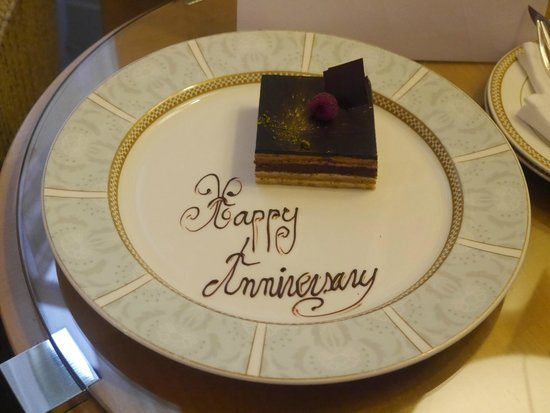 The Savoy : Anniversary cake in room
