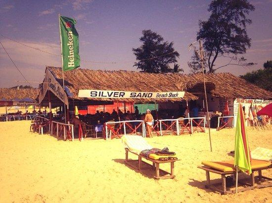 Golden Eye Restaurant : The best shack around, best beach party