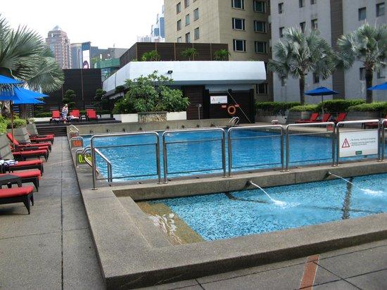 PARKROYAL Kuala Lumpur: 6Fにあるプール