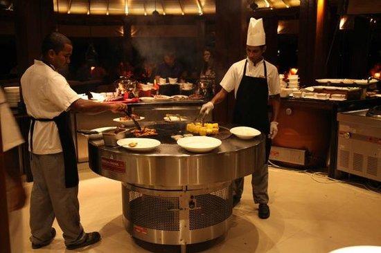Dusit Thani Maldives: Sea Grill Buffet